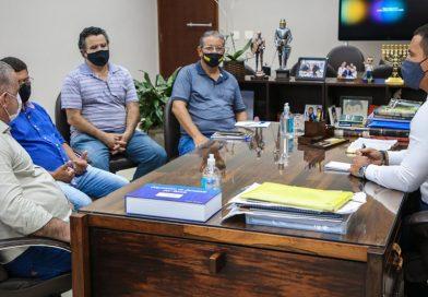Sindicato participa de reunião com prefeito e secretários para tratar de reivindicações da categoria